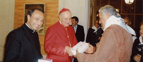 """Un """"mattone"""" della Fabbrica di San Pietro, ex giubileo 2000, con l'autentica Vaticana donato alla Confraternita"""