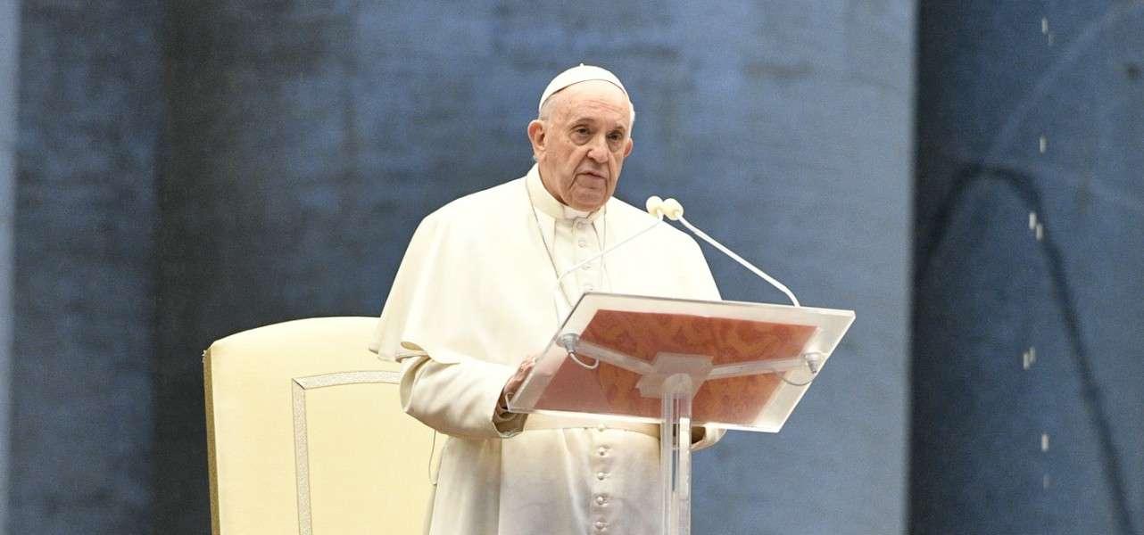Coronavirus, Pasqua a porte chiuse: Papa Francesco celebrerà le funzioni in streaming